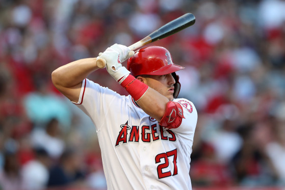 Baseball player Mike Trout unveils favorite Warzone weapons during MLB game