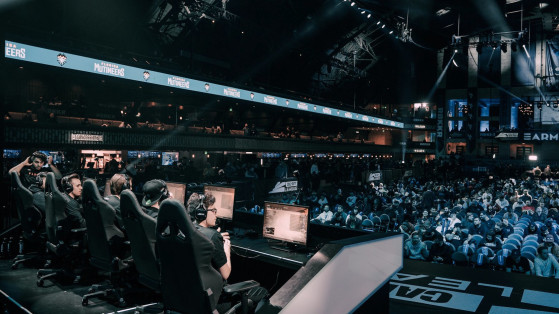 Overwatch League and Call of Duty League adjust rules to allow betting and liquor sponsors